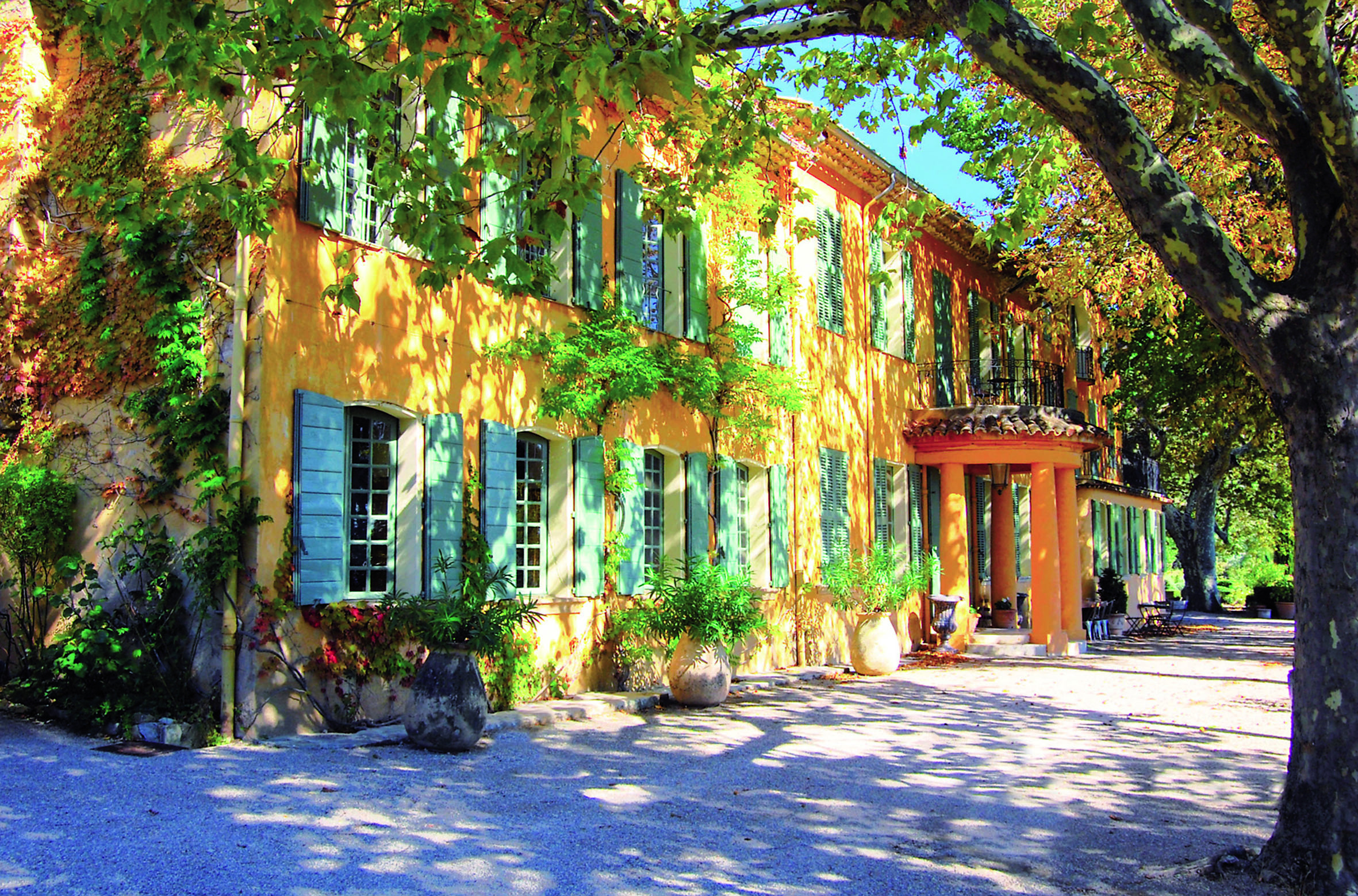 Luxury hotel find domaine de la baume provence melting for Hotel luxe france
